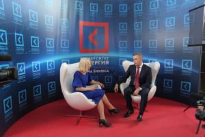 Подпись - Павел Астахов после выступления делится впечатлениями со зрителями Synergy TV